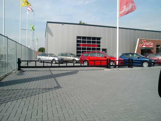 Doorrijbeveiliging Autohuis Jacobs - Hoving Hekwerk B.V. Stadskanaal