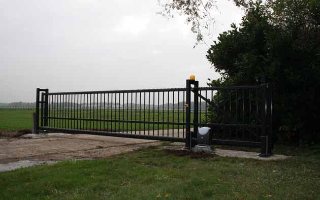 Schuifpoort toegangspoort elektrische schuifpoort - Hoving Hekwerk B.V. Stadskanaal
