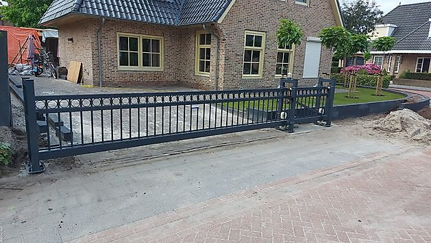 Sier schuifpoort Genemuiden - Hoving Hekwerk B.V. Stadskanaal