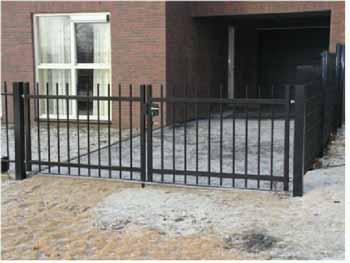 Dubbele poort voor oprit Hoving Hekwerk B.V. Stadskanaal