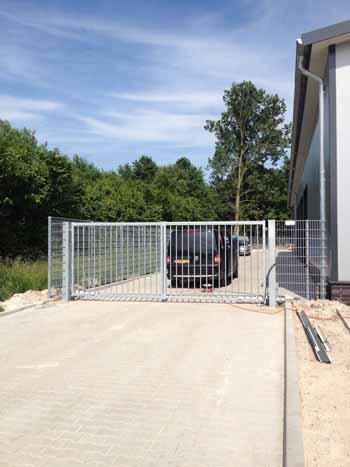 Dubbele elektrisch draaipoort - Hoving Hekwerk B.V. Stadskanaal